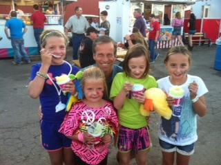 Senator Thune enjoys a cold treat with some young fairgoers at the Brown County Fair in Aberdeen, South Dakota.