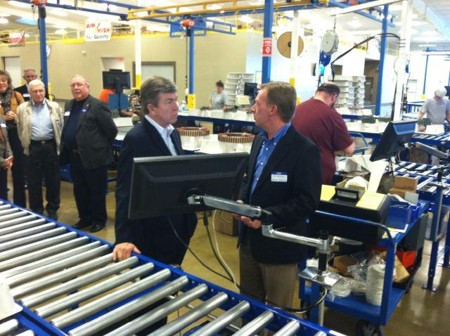 Senator Blunt talks to local manufacturers in Missouri.